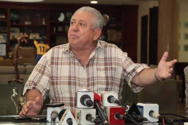 Luis Chiriboga asumió la presidencia de la Federación Ecuatoriana de Fútbol en 1998.