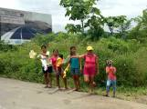 Familias enteras en la calle clamando por ayuda.